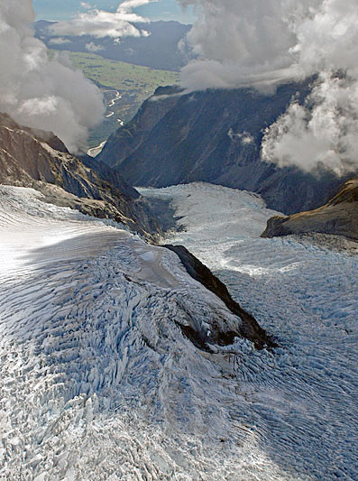Crevasses on the Fox Galcier where the accumulation basin drops down into the steep valley occupied by the glacier tongue (SwissEduc)