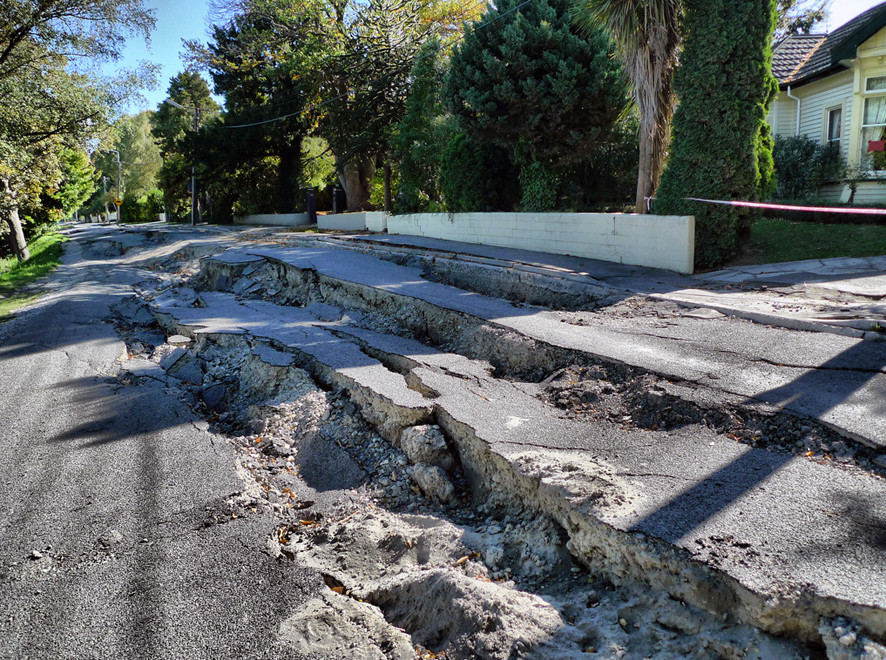 Earthquake damage at River Road Christchurch (Courtesy of Martin Luff - click photo to go to his Flickr Earthquake collection)