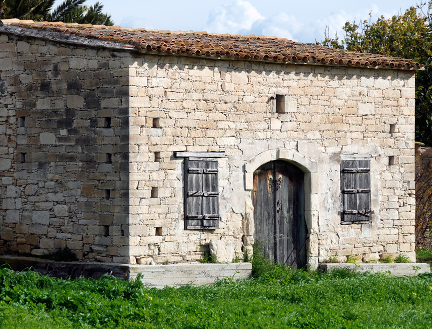 Limestone barn , Avdellero (January, 2013).