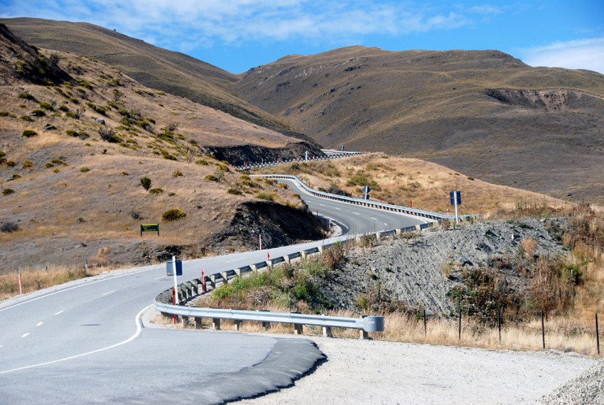 The fantastic serpentine road over the Crown Ranges to the Cardrona Valley with Mt Allen (1492m) on the right.