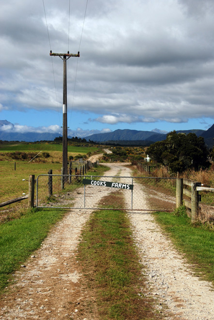 'With the best in the house I will treat him and welcome': farm track between Ross and Hokitika