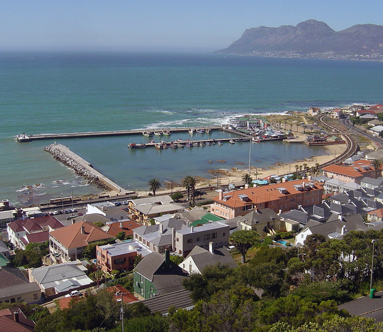 Kalk Bay looking to Simon's Town (coutesy Zaian @ Wikimedia)