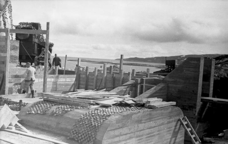 German coastal battery emplacement under construction near Kirkenes, Finnmark, Norway (Bundesarchiv Bild 101I-110-1694-33).