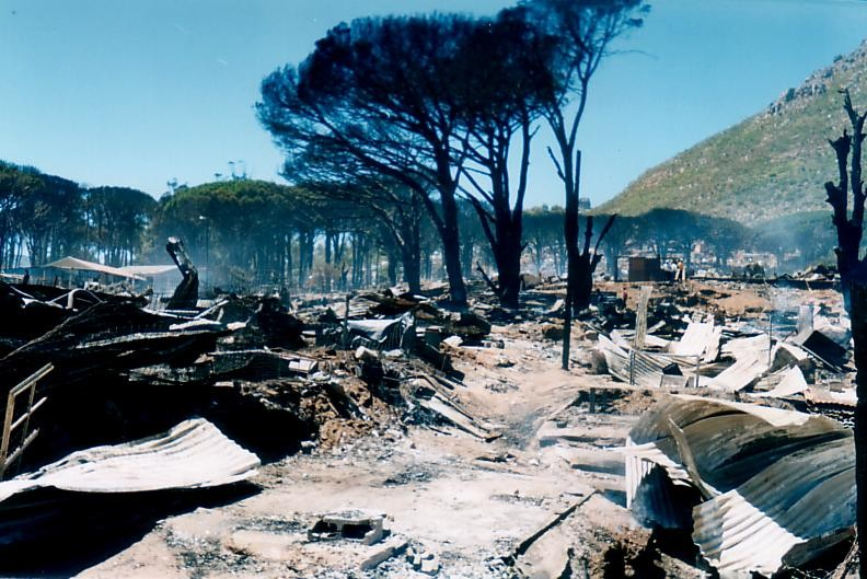 Imizamo Yethu after fire had ripped through the settlement in 2004 (courtesy Hout Bay Community Christian Association)