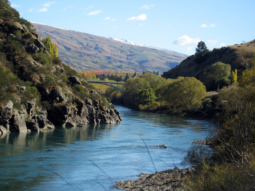 Roxburgh Bridge over Clutha River, Roxburgh, South Island, New Zealand (Courtesy Jonny Robertson WikiCommons)