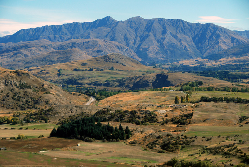 The dry hills of Central Otago from Crown Terrace above Arrow Town. The contrast between these bare hills and the west coast forests is remarkable.