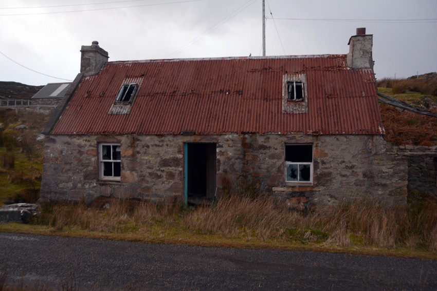 Abandoned tin-roofed croft house at Fearnbeg.