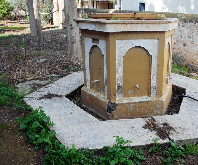 Decaying ablution fountain in the Peristona Mosque