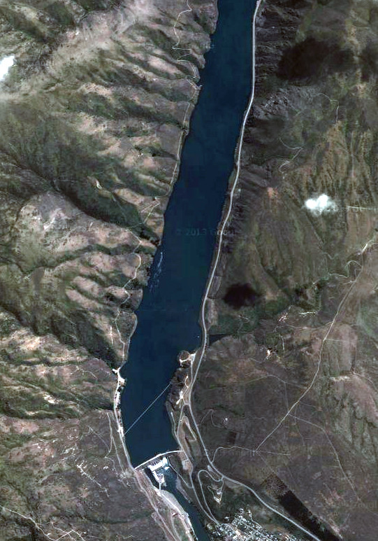 The Clyde Dam and artificially created Lake Dunstan on the Clutha/Mata-Au River (NZ Topo Map and Google)