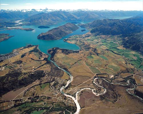 The Clutha/Mata-Au draining from the south end of Lake Wanaka and joined by the Hawea River. Note the white sands from the mountain schists that that once formed the sands of the Otago Peninsula beach