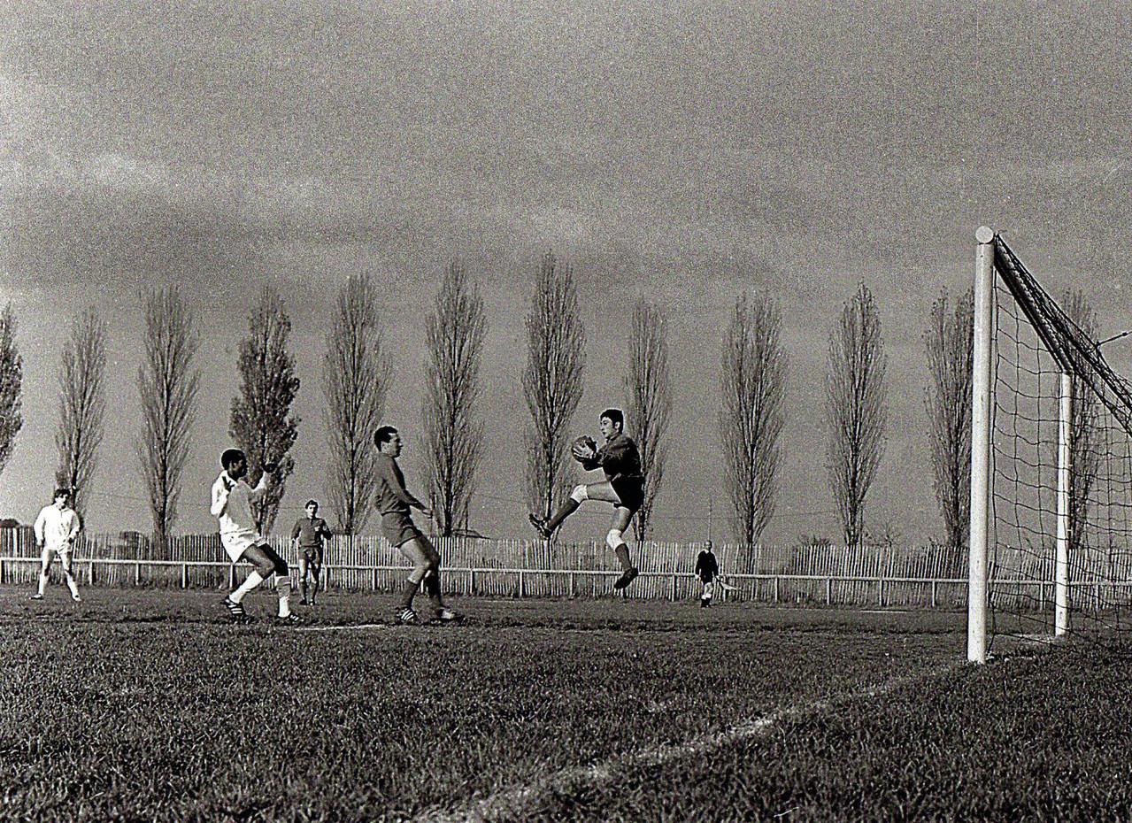 Equipe SENIORS Saison 66/67 (Une sortie devant Chatelain)