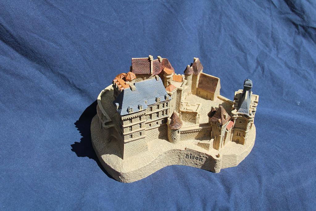 Figurine du château de Biron