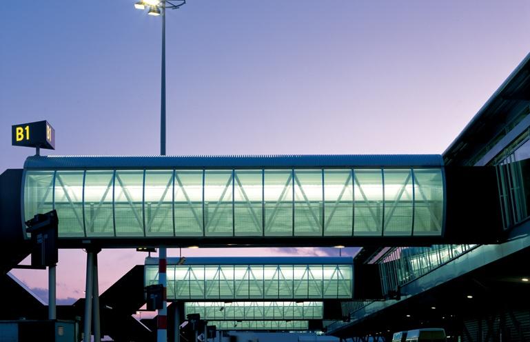 Diverse nieuwbouw, uitbreidingen en verbouwingen van en aan de terminal gebouwen op de luchthaven Schiphol. Werkzaamheden: Bouwkundig bestek. Opdrachtgever: NACO/Royal Haskoning Nederland B.V
