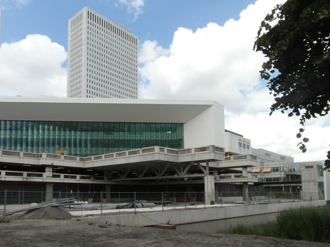 Nieuwbouw van een onderwijscentrum geïntegreerd in het huidige Erasmus Medisch Centrum. Werkzaamheden: bouwkostenadvies. Opdrachtgever: Claus en Kaan architecten Rotterdam.