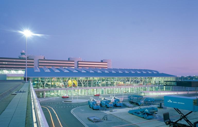 Diverse nieuwbouw, uitbreidingen en verbouwingen van en aan de terminal gebouwen op de luchthaven Schiphol. Werkzaamheden: Bouwkundig bestek. Opdrachtgever: NACO/Royal Haskoning Nederland B.V.