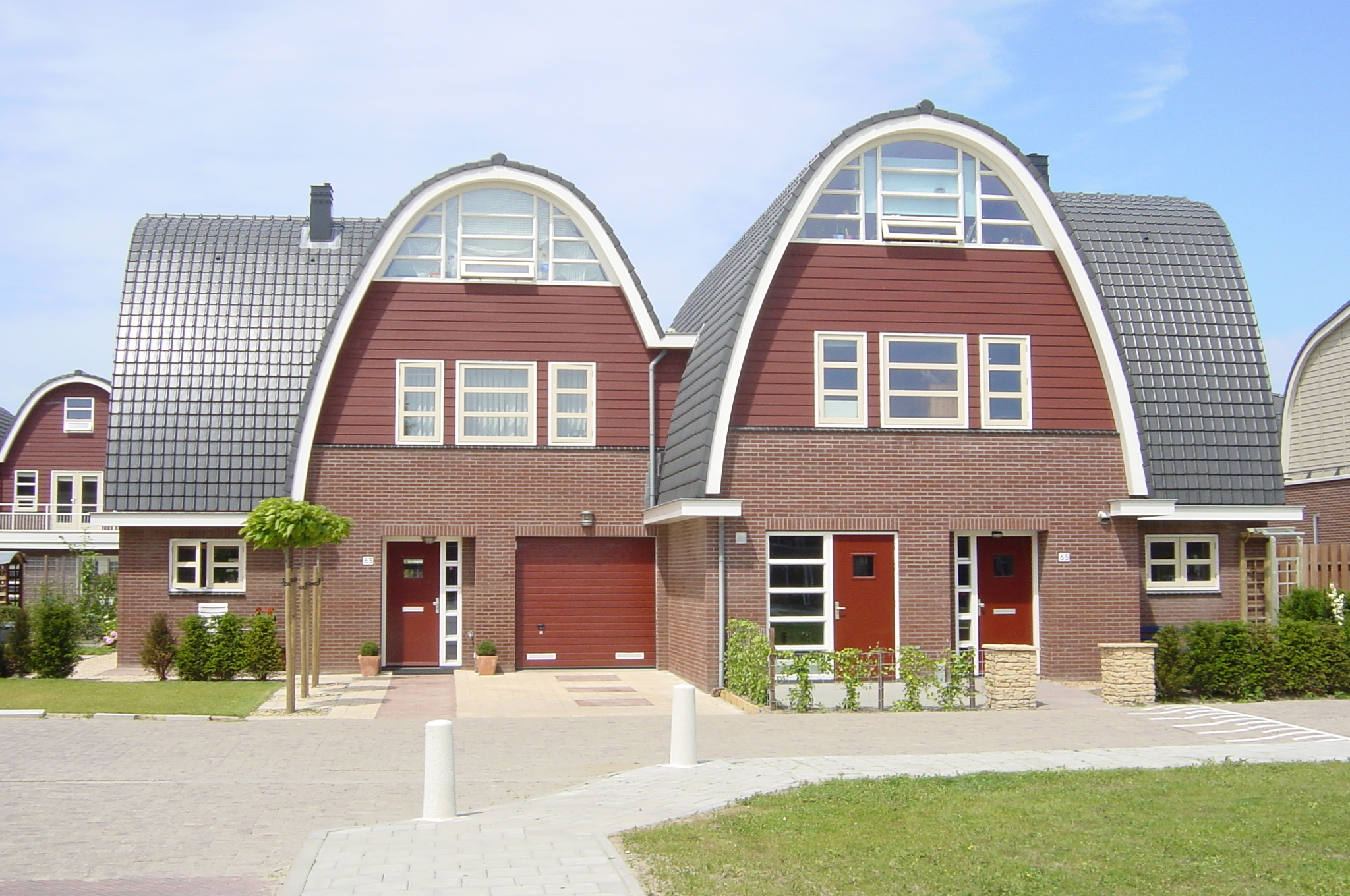 Nieuwbouw van 30 luxe 2-onder-1-kap woningen te Uithoorn. Werkzaamheden: Bouwkundig tekenwerk. Opdrachtgever: UBA ontwikkeling BV / Van Wengerden & Visser BV.