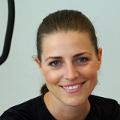 Christina Friess Power Plate Beurteilung Bewertung Kundenmeinungen junge selbstständige Frau mit vollem Terminkalender und wenig Zeit