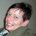 Christina Friess Studio Stuttgart Schmerztherapie Beurteilung Bewertung Kundenmeinungen junge Frau mit Schmerzen nach Schulter OP jetzt schmerzfrei kann wieder arbeiten
