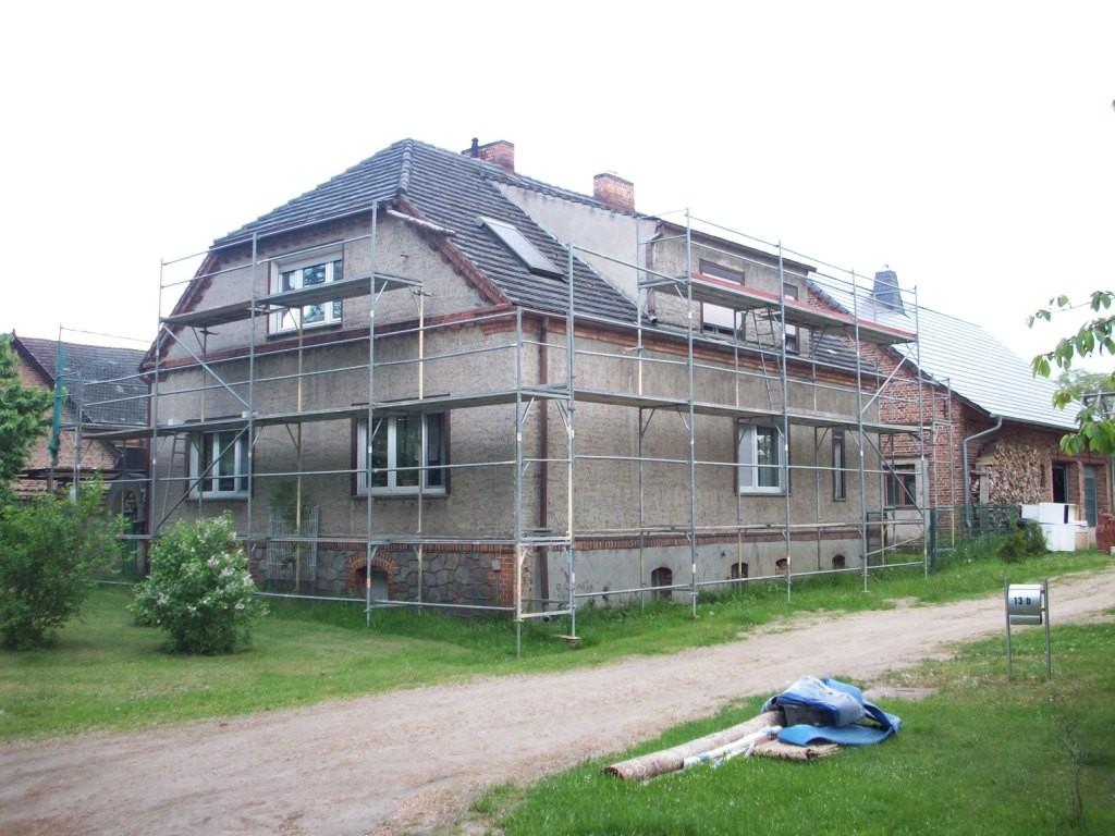 Wohnhaus vor Abriß des gesamten Daches/ Dachstuhls