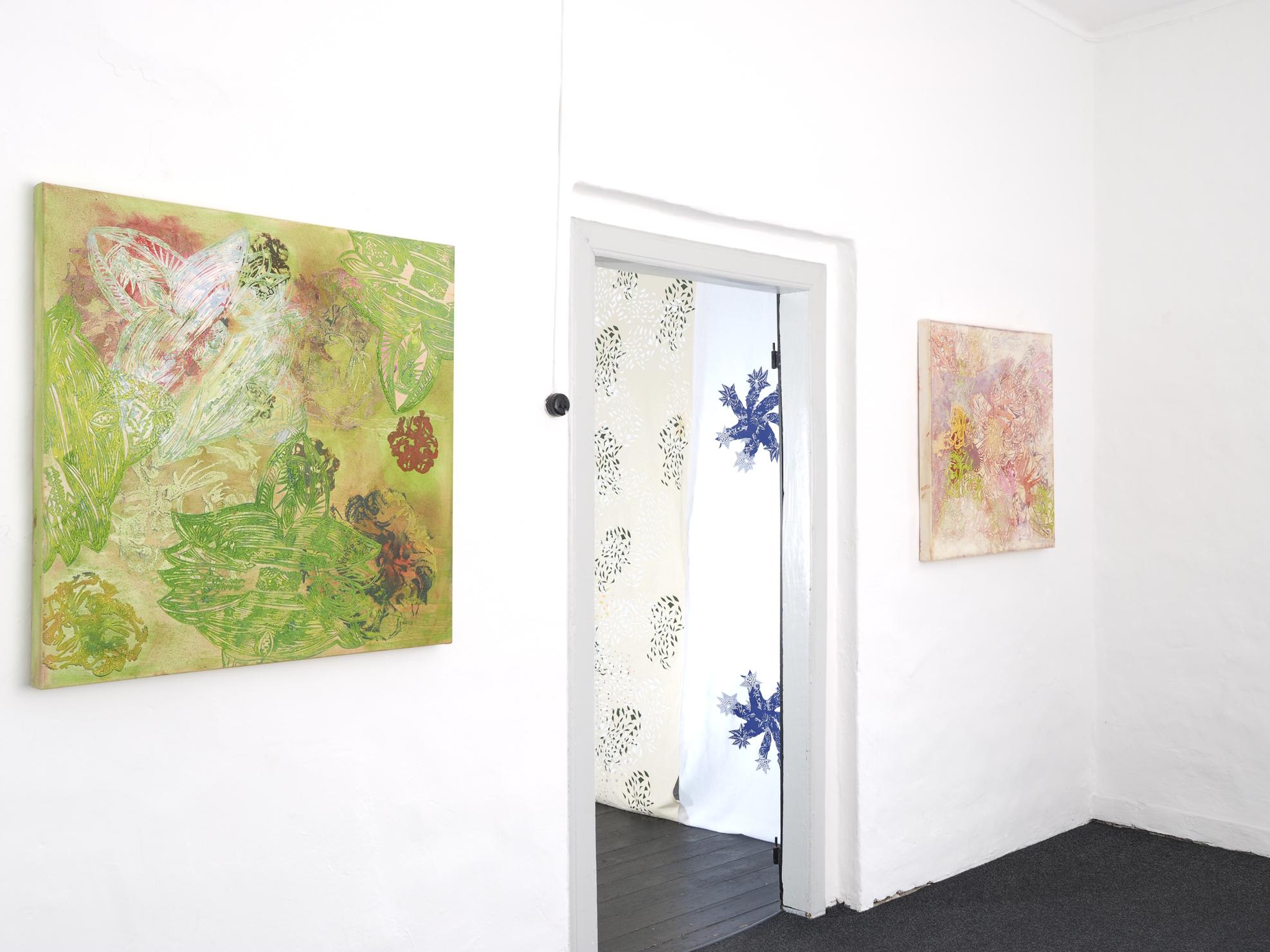 """""""Mysterious Times"""" 2013, Öl auf Leinwand, 80 x 80 cm  Ausstellungsansicht: """"Lost Places"""" 2016, Kunstverein Kaponier Vechta (Foto: Ralf Timm)"""