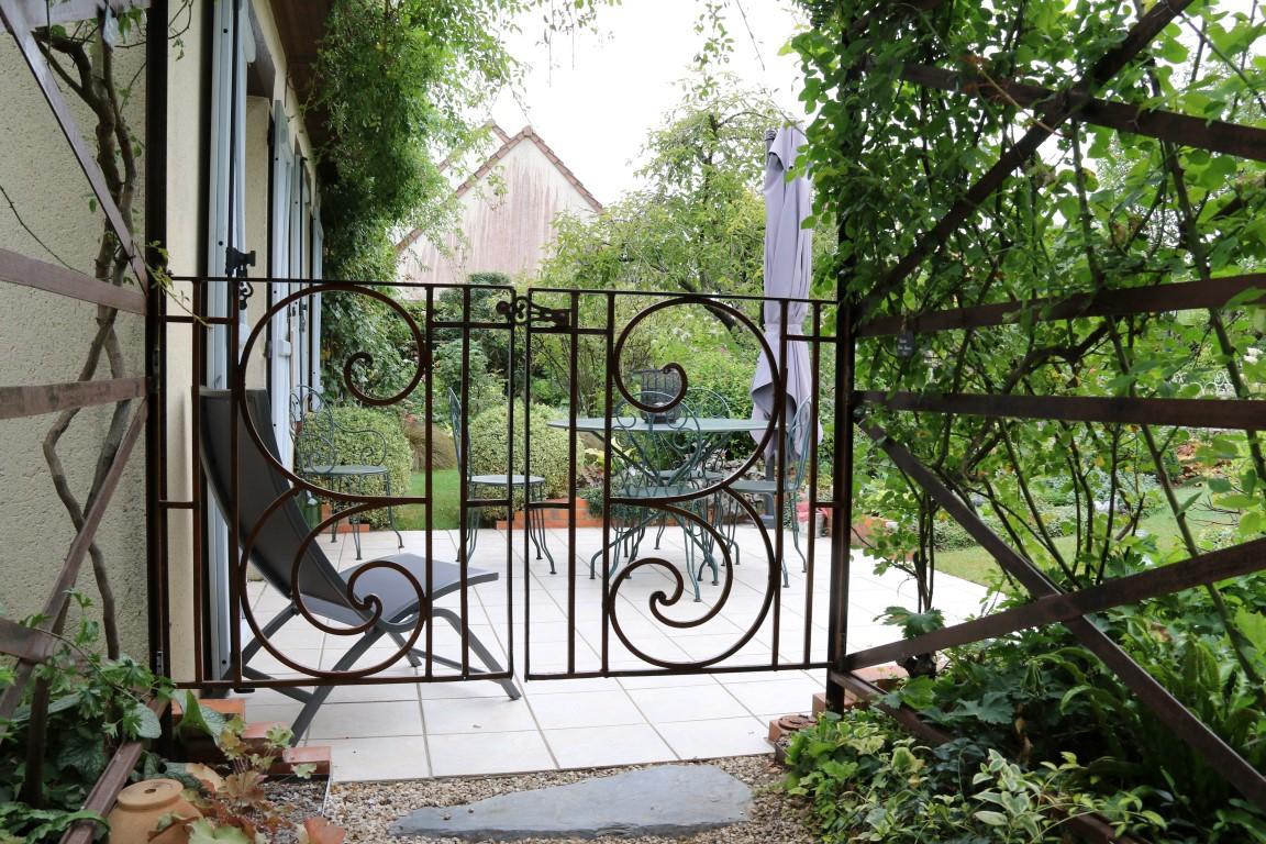 Portillon d'accès à la terrasse réalisé avec une ancienne grille