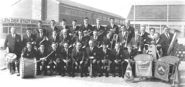 1965 - Zum ersten Mal Einheitskleidung
