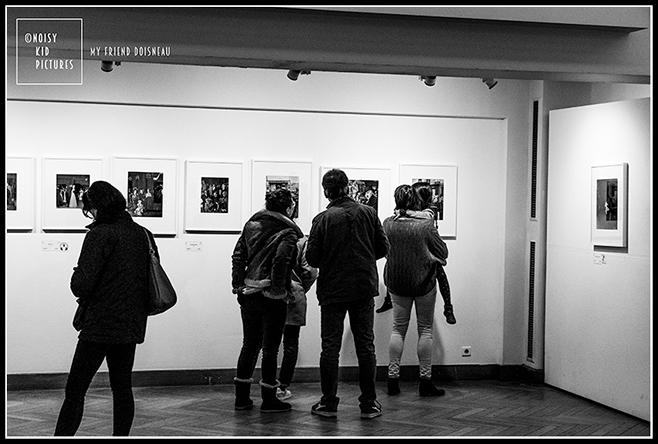 Photographies de Doisneau lors d´une exposition à Bruxelles sous l´œil de Noisy Kid photographe