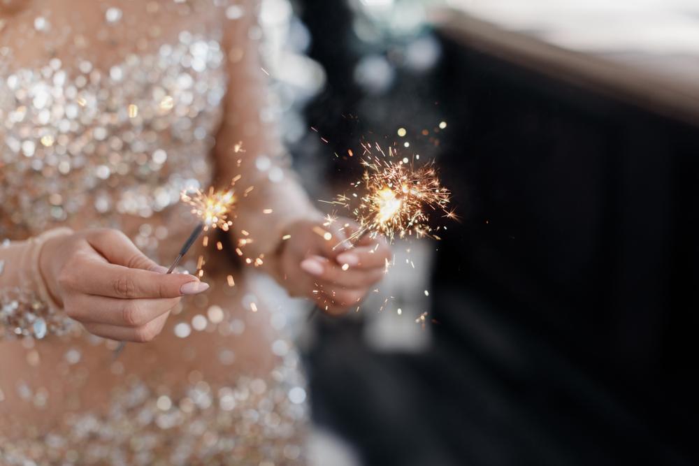 Brautpaar mit Wunderkerze beim Ritual Trauritual Freie Trauung mit Traurednerin