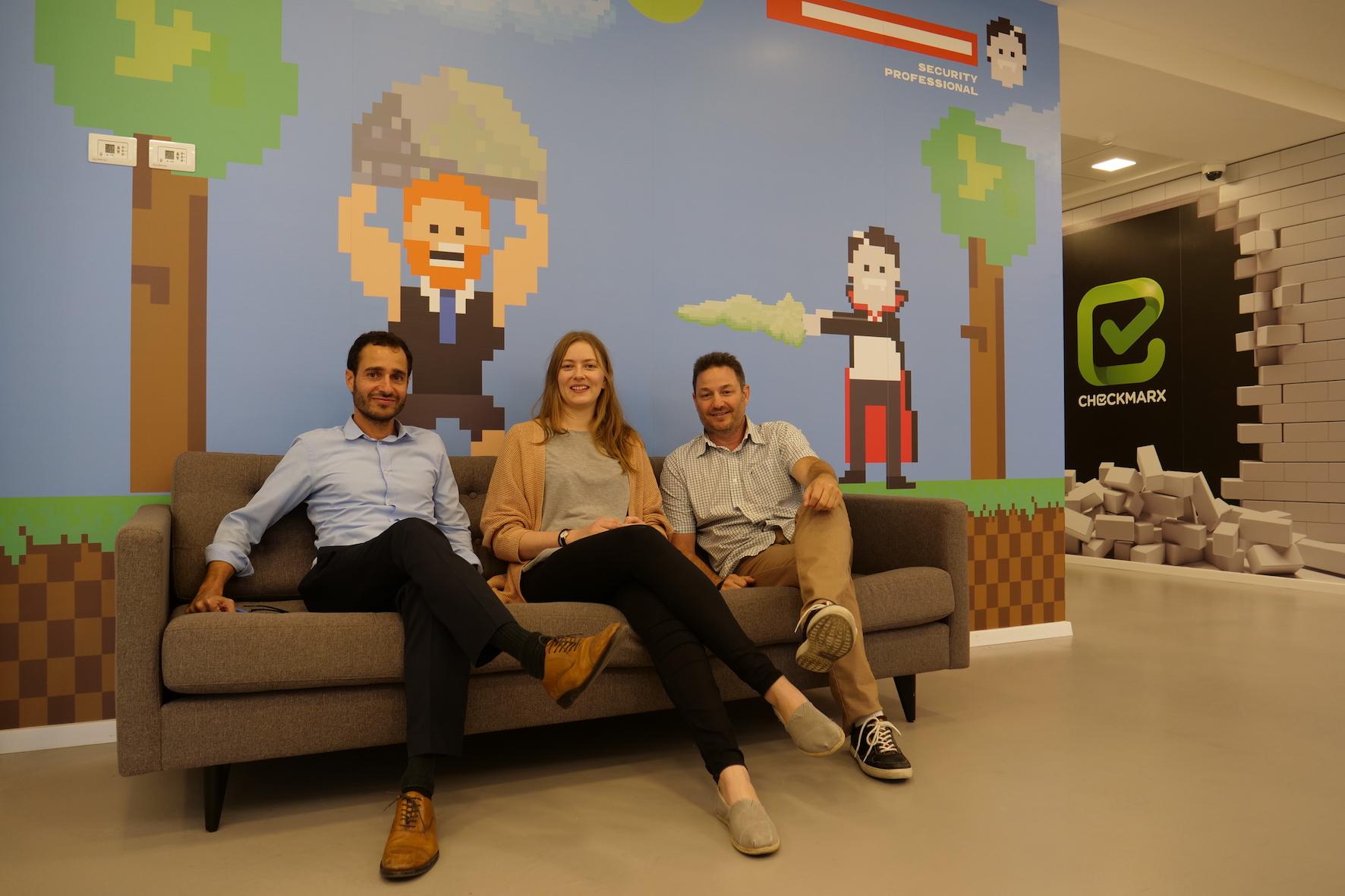 Shahar (kümmert sich bei Checkmarx um Business Development und Partnerships), Anke & Ramon (Vice President Sales für Europa und Nahost)