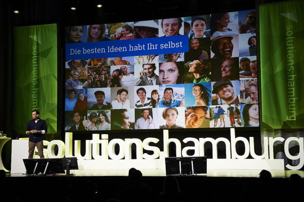 Große Bühne: digitale Lösungen entstehen nicht im luftleeren raum. 5000 Menschen af der Solutions.Hamburg (Foto: Torben Conrad Photography)