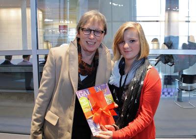 Gabriele Lösekrug-Möller(li.) mit  Jugendbürgermeisterin Julia Aschenbach (2012 Chronik)