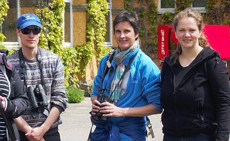 Sebastian Olschewski, Corinna Heyer und Ribana Seliger führen eine NABU-Exkursion