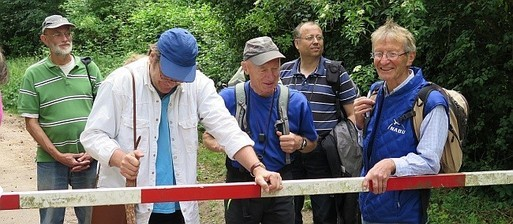 Entspannt nach der Exkursion: Eckhard Prinz (NABU Heidelberg), Horst Wenzel (NABU Heidelberg), Dr. Klaus Selle (NABU Mannheim), Gerhard Stelz (NABU Schwetzingen) und Volker Violet (NABU Heidelberg).