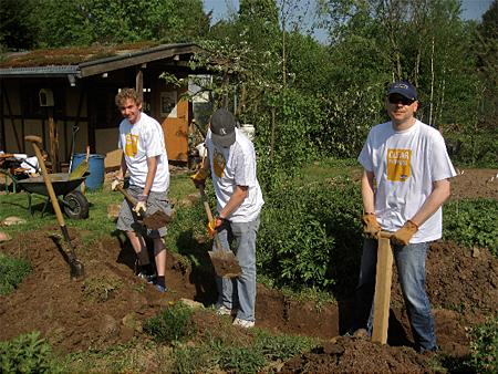 02 Tomas, Christian und Christoph beim Graben I