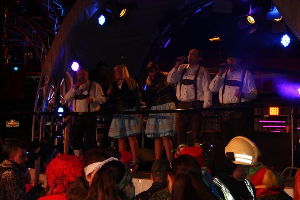 SJATTIES op Lichtstoet in BEEK - Nederland