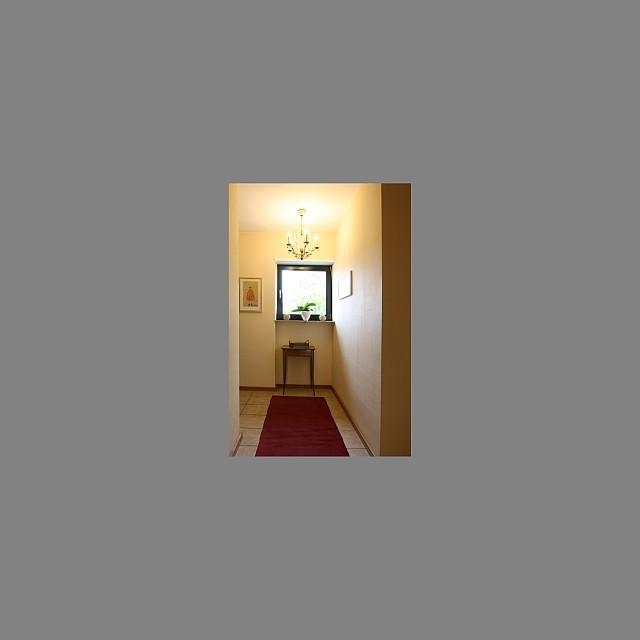 Immobilienfoto: Das Bild ist zu klein und mit einem grauen Rahmen umgeben.