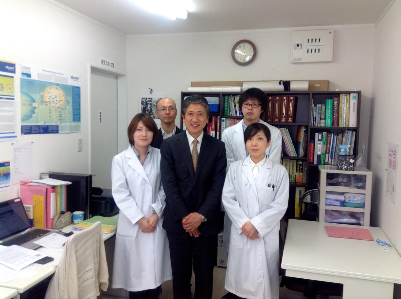 前列左より 御筆研究員 木下 末松研究員 後列左より 加世田博士 岩田研究員
