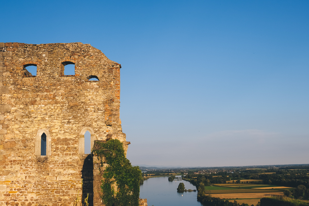 Auf der Burgruine Donaustauf, © Tourismusverband Ostbayern e.V., @well_outside