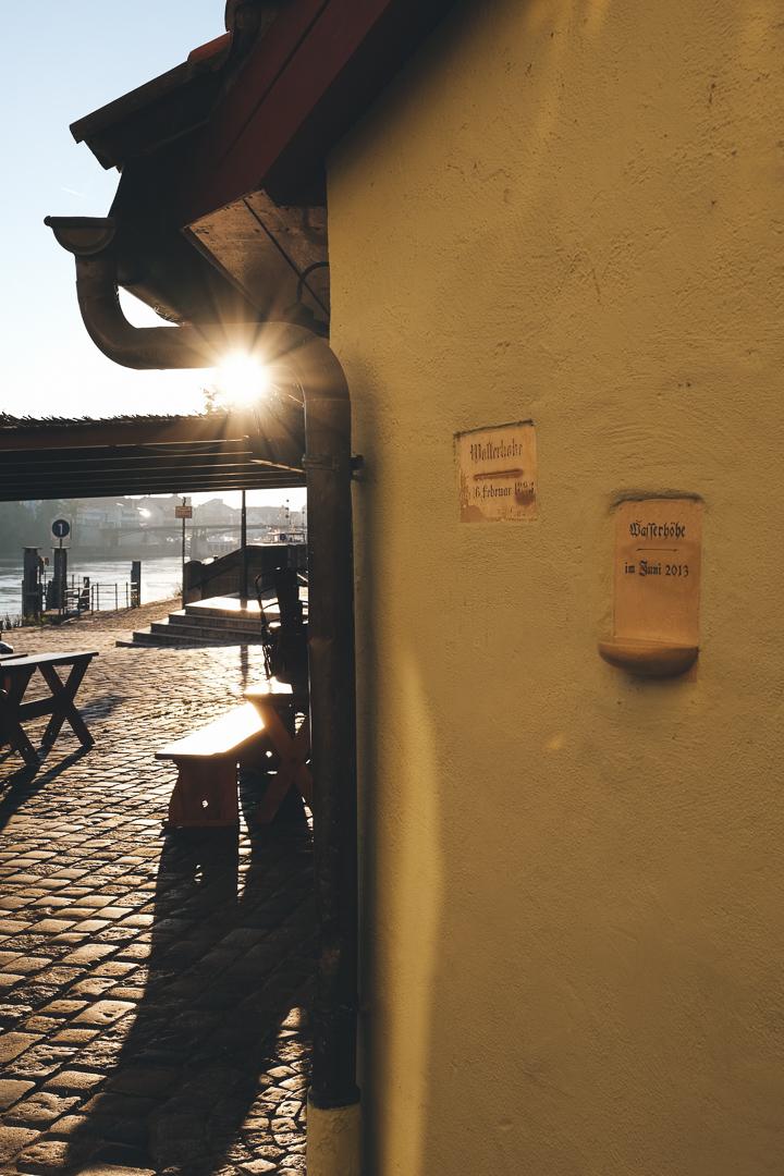 Beliebte Regensburger Einkehr: Die Historische Wurstkuchl, © Tourismusverband Ostbayern e.V., @well_outside