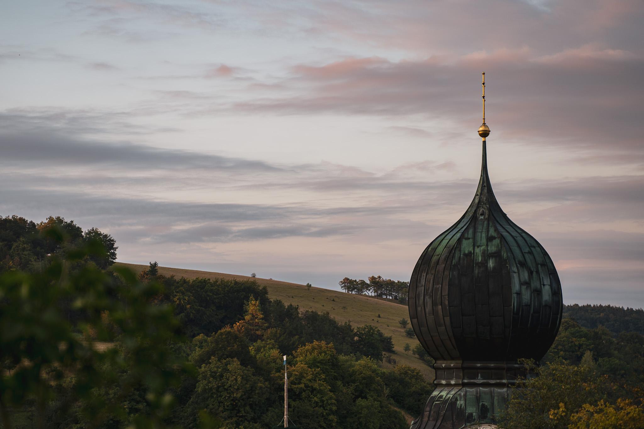 Typisch bayerisch: Zwiebelkirchturm ©Tourismusverband Ostbayern e.V./ @well_outside
