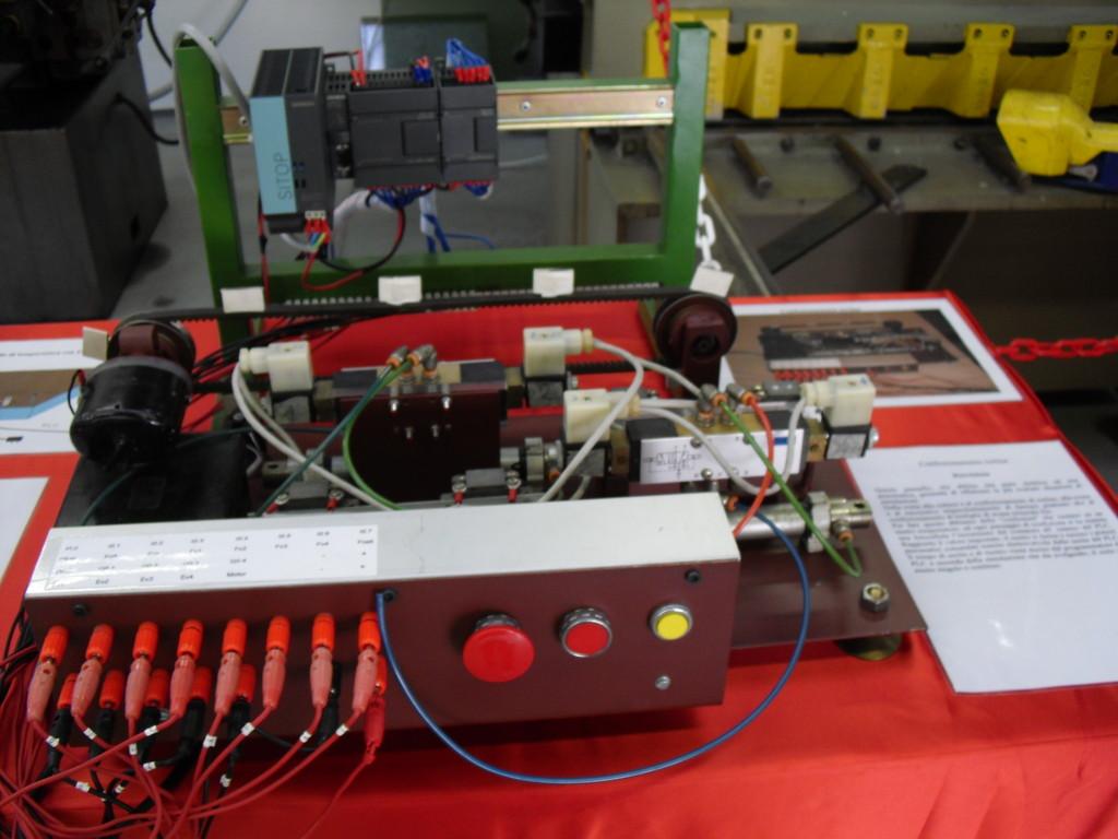 Impianto elettropneumatico con PLC - classe 3