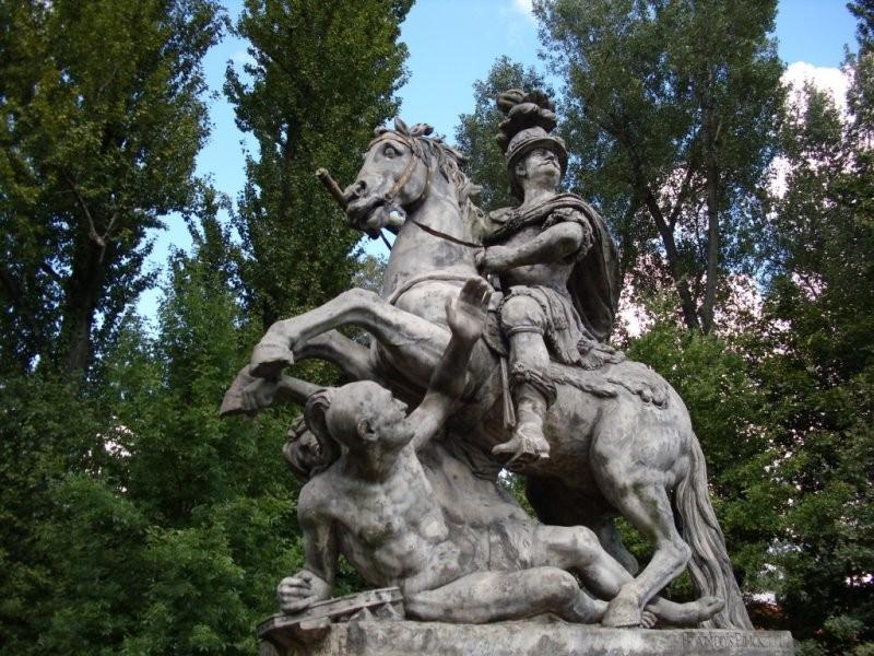 Варшава, Польша. Памятник Яна III Собесского, спасителя Вены от азиатского нашествия.