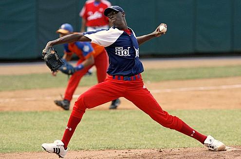 Nella foto del 2009, un giovanissimo Aroldis Chapman impegnato nel campionato cubano