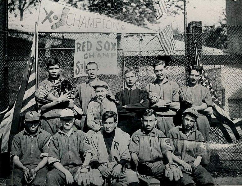 La squadra del St. Mary's Industrial School - Il primo in alto a sinistra è Babe Ruth (da Wikipedia)