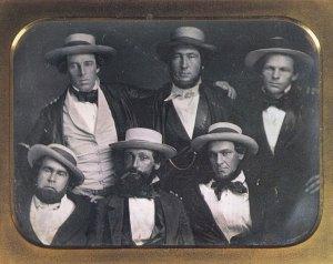 Da sinistra in alto Alfred Cartwright, Alexander Cartwright (Si ritiene abbia scritto il 1^ regolamento baseball), e William Wheaton. Sotto: Duncan Curry (1^ Presidente Knickerbockers), Daniel Adams (ha inventato la posizione shortstop) e Henry T. Anthony