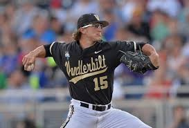 Nella foto Carson Fulmer con Valderbilt University vincitori delle College World Series 2014 (Peter Aiken/Getty Images)