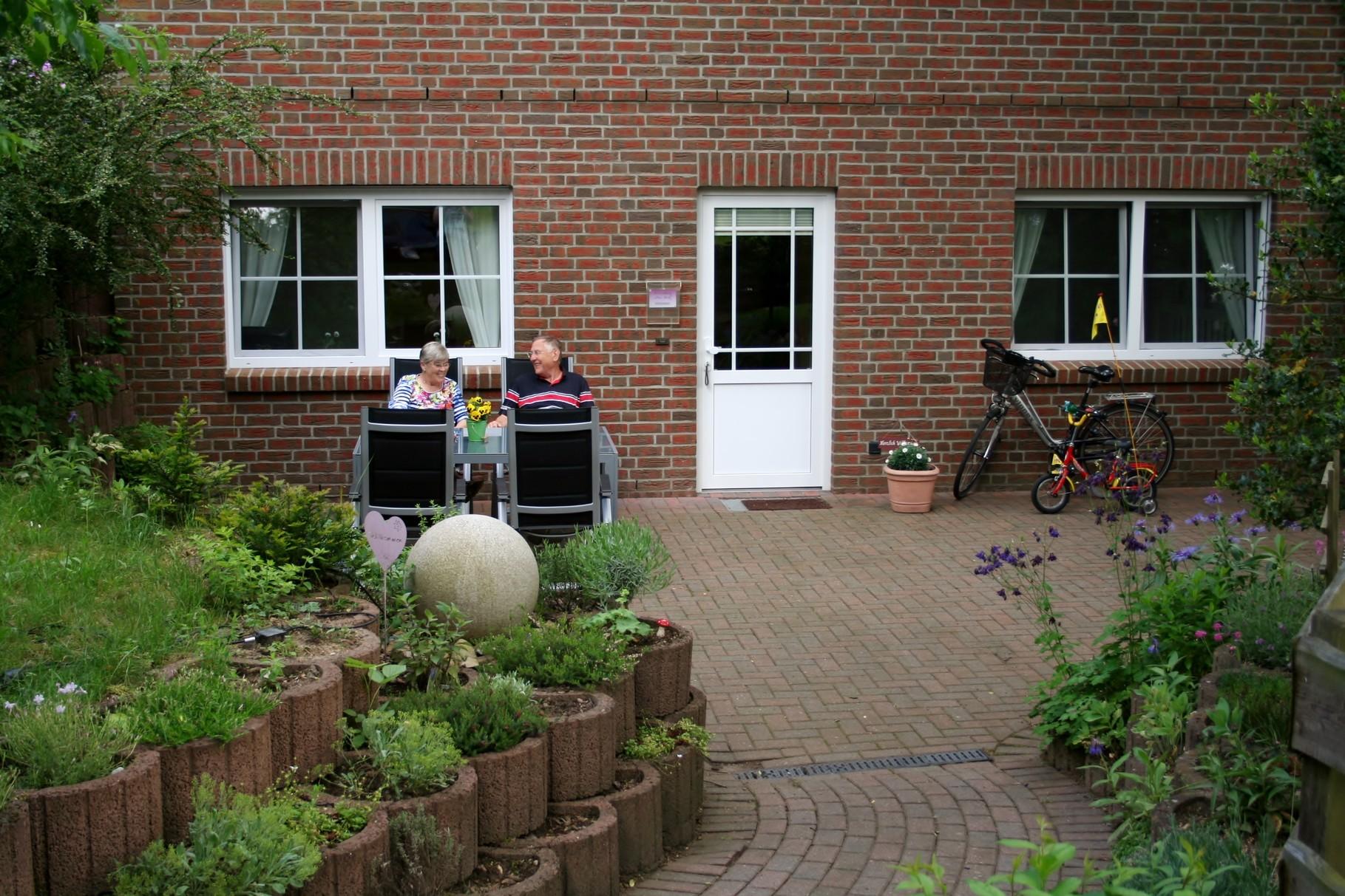 Entspannen Sie auf der großen ruhigen Terrasse
