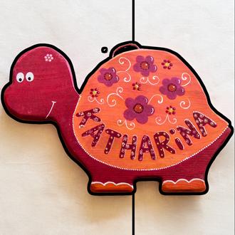Rote Schildkröte Tüschild für Kinder. Namensschild aus Holz.