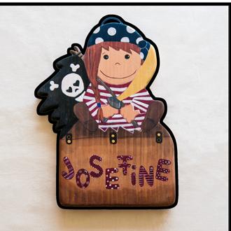 Piratin Tüschild für Kinder. Namensschild aus Holz.