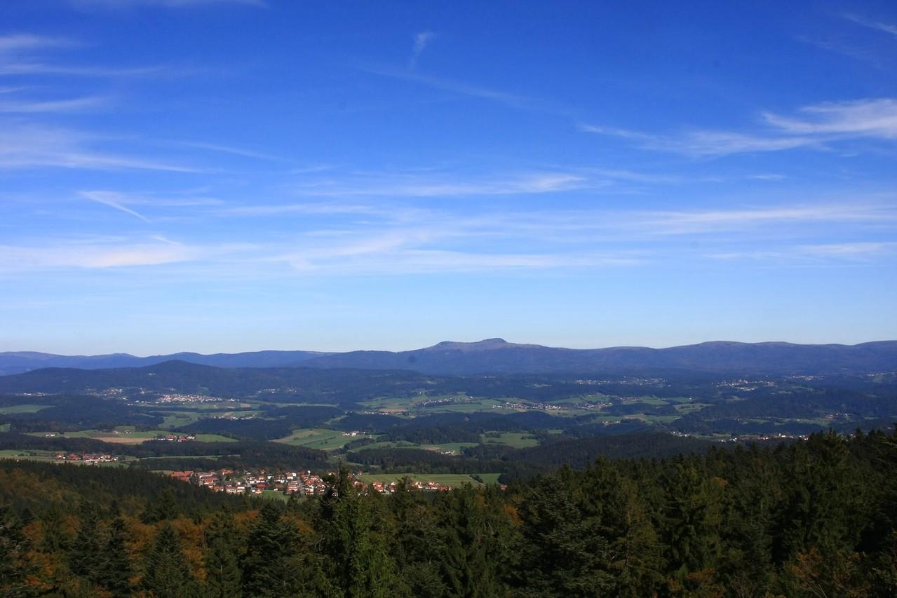 Blick zu den Bayerwaldbergen